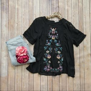 🆕Umgee black floral embroidered top